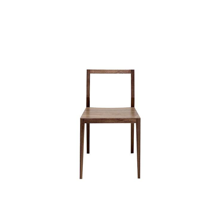 Stol Ghost i valnöt #designstolar #inredning #mintfurniture #trästolar #designmöbler #möbleronlineshop #hållbaramöbler #prisvärdamöbler