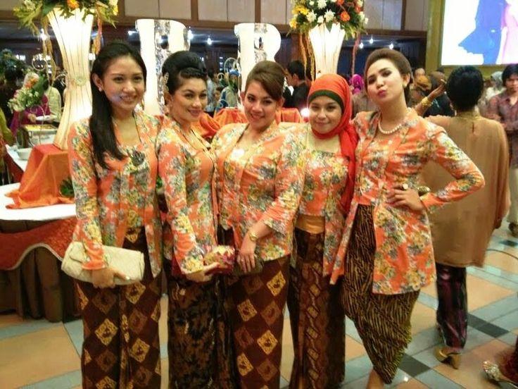 22+ Model Seragam Batik Untuk Pernikahan yang Sering Dipakai