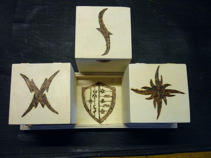 szkatułki na podstawce/ symbole Akademia Wampirów