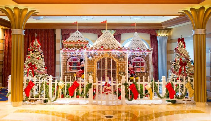 Wouldn't you love to see a gingerbread house this size on a Disney Cruise vacation this holiday season? In case you're wondering…yes, this one smells as good as it looks!