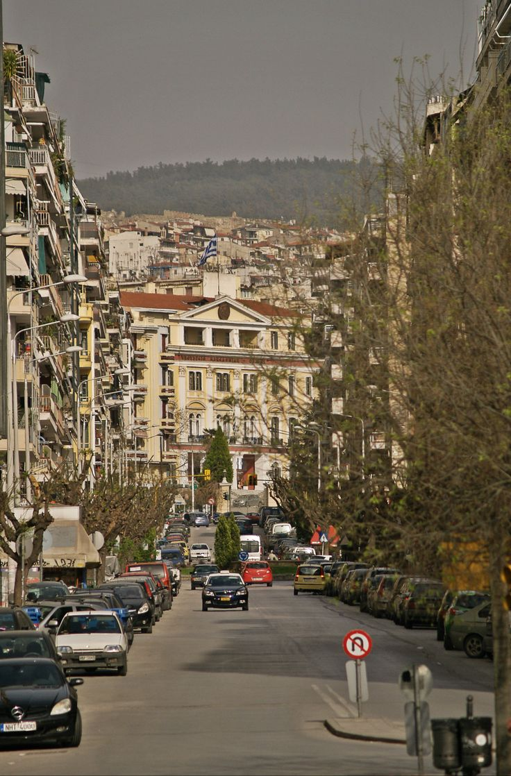 The Ministry of Macedonia and Thrace can be seen clearly from Vardaris or Demokratias Square. (Walking Thessaloniki - Route 07, Western Wall)