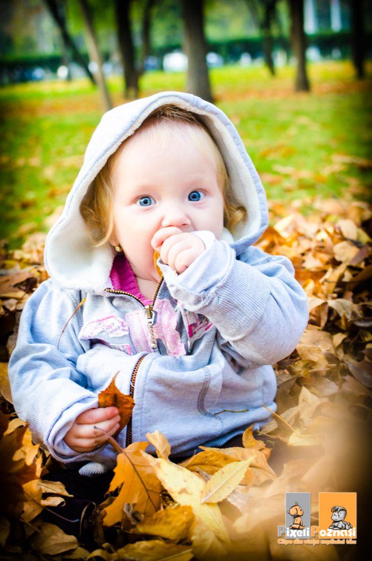 Autumn baby Copii la frunze, toamna