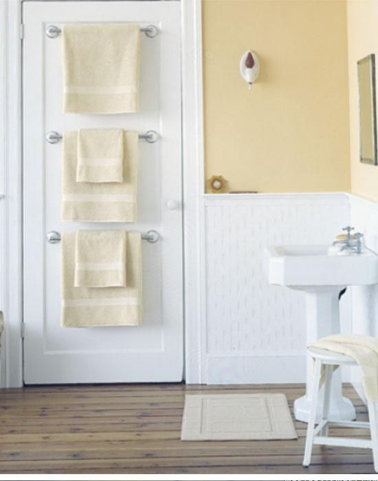 Back of the Door Towel Storage | Dollar Store Organizing Ideas for Bathrooms