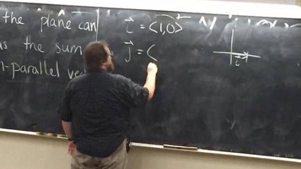 Kenneth Barrese falava sobre cálculo vetorial e continua a palestra normalmente.