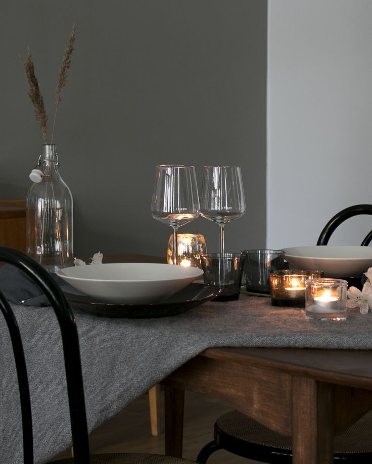 Moody table setting for autumn