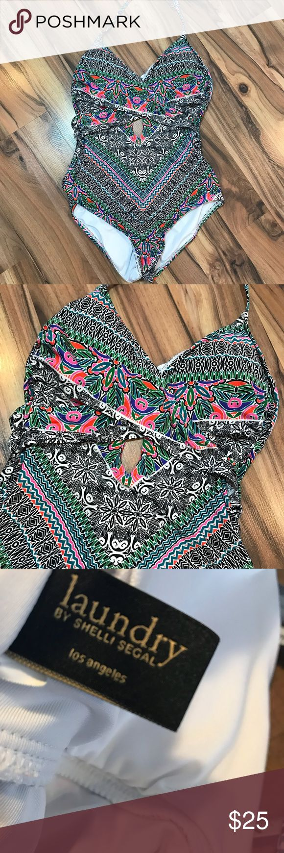 Laundry shelli segal one piece swimsuit s Small Padded cups. Halter style. Great condition. Thank you! Laundry By Shelli Segal Swim One Pieces