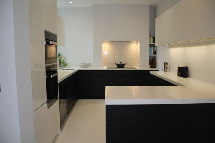 Small Apartment Kitchen in Earls Court, London  | Elan Kitchens 55 New King's Road, London, SW6 4SE. www.elankitchens.co.uk