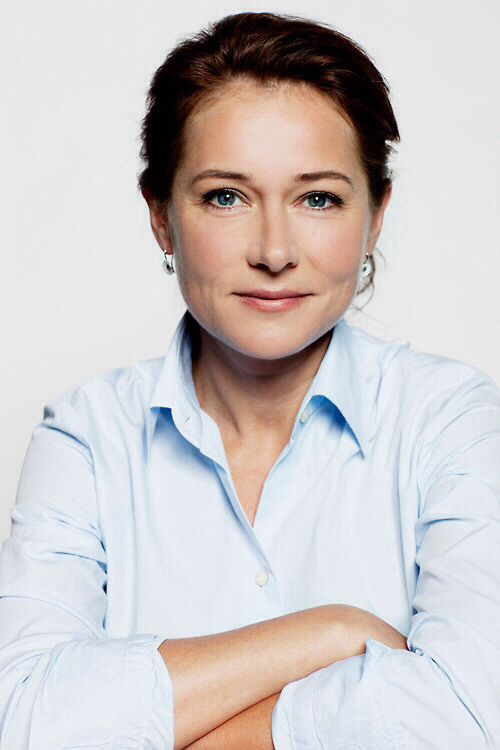 Sidse Babett Knudsen (November 22, 1968) Danish actress, o.a. known from the series of Borgen.