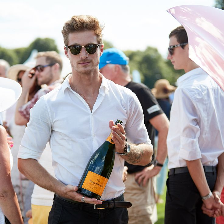 Remembering fun from last Sunday and @veuveclicquot being poured to guests at the half time divot stomp and for the winners of The Silver Cup. Since there's no polo today, how about a bubbly brunch with the official champagne of Greenwich Polo Club! #greenwichpolo #veuveclicquot #champs #champagne #bubbly 📷s by Chichi Ubina for @greenwichpoloclub