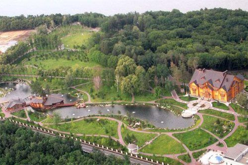 A look inside the recently vacated luxury home of Ukrainian president Viktor Yanukovych (40 Photos)