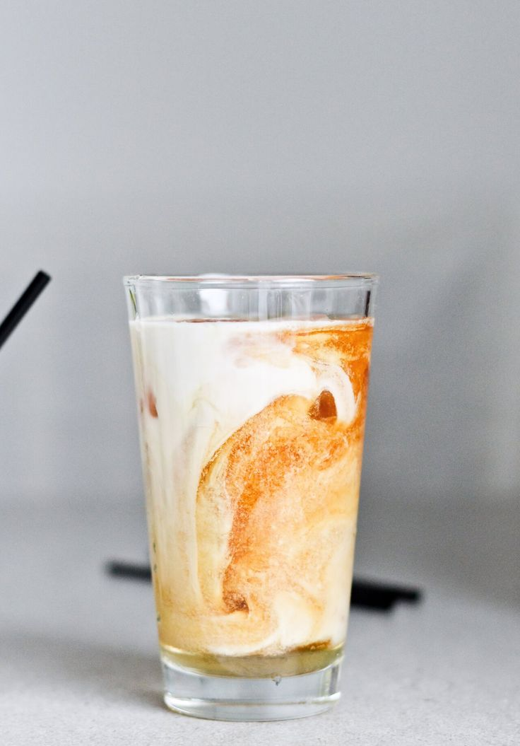 Make your own vegan iced tea latte with homemade toasted brazil nut! Easy and perfect for  hot summer days.
