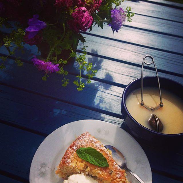 Rabarber & myntakaka på Sveriges mysigaste sommarcafe'! ❤️👌🏼 #sommar2016 #kvalitetstid #nyfiket #eko #instadalarna…
