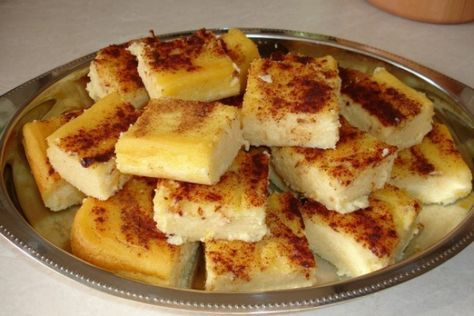 Μια πολύ εύκολη και πολύ νόστιμη γαλατόπιτα χωρίς φύλλο. Μπορείτε να την απολαύσετε σιροπιασμένη ή πασπαλισμένη με ζάχαρη άχνη και σκόνη κανέλας. Μια γλυκ