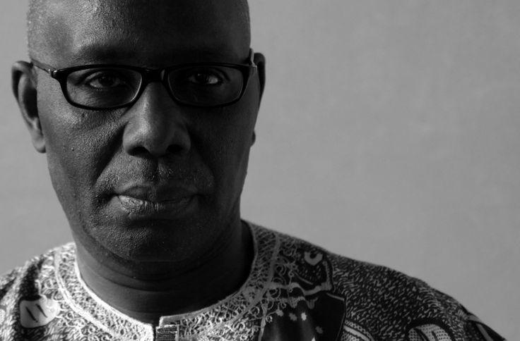 BOUBACAR BORIS DIOP. Autor senegalés nacido en Dakar en 1946 que emplea el francés y el wolof en sus creaciones literarias. Tras dirigir en periódico en su país natal, actualmente colabora en varios diarios franceses, italianos, suizos y senegaleses. Es miembro del Foro Social Africano y participó como representante de este en el Foro Social Mundial de Porto Alegre (2003).