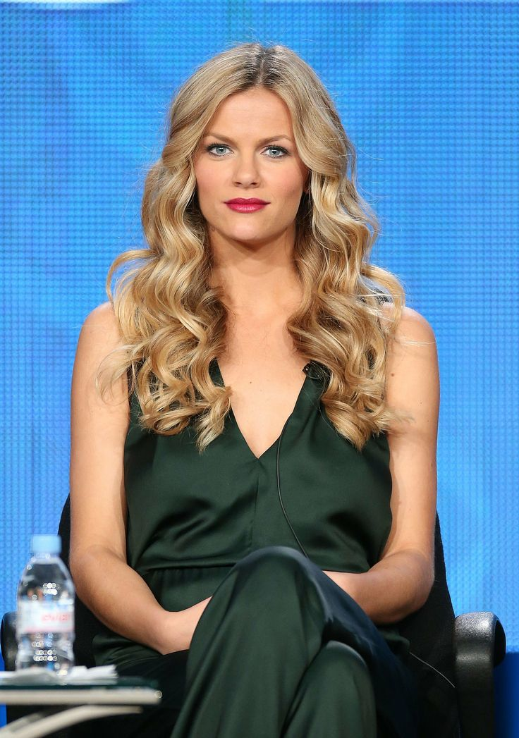 Brooklyn Decker wore oversize curls