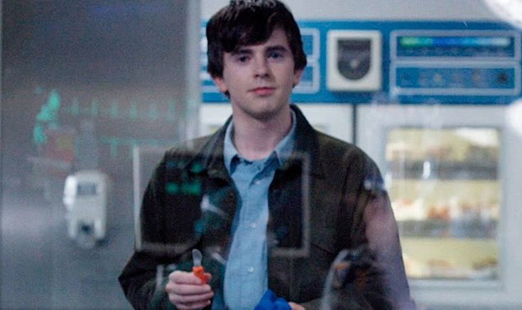 El actor Freddie Highmore, como el doctor Shaun Murphy, en 'The Good...