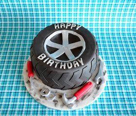 Was für eine Torte schenkt man einem Automechaniker zum Geburtstag? Die Frau des Geburtstagskindes hatte da an einen Reifen gedacht :) Gedac...