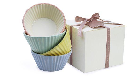 Nel cofanetto regalo Denota: set di quattro ciotoline in ceramica da forno.