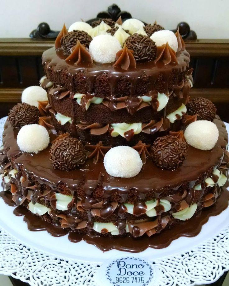 """""""E com essa delícia fechamos o dia  Casadinho gourmet intercalado Bolo de chocolate Recheios de brigadeiro gourmet e leite ninho Cobertura de ganache…"""""""
