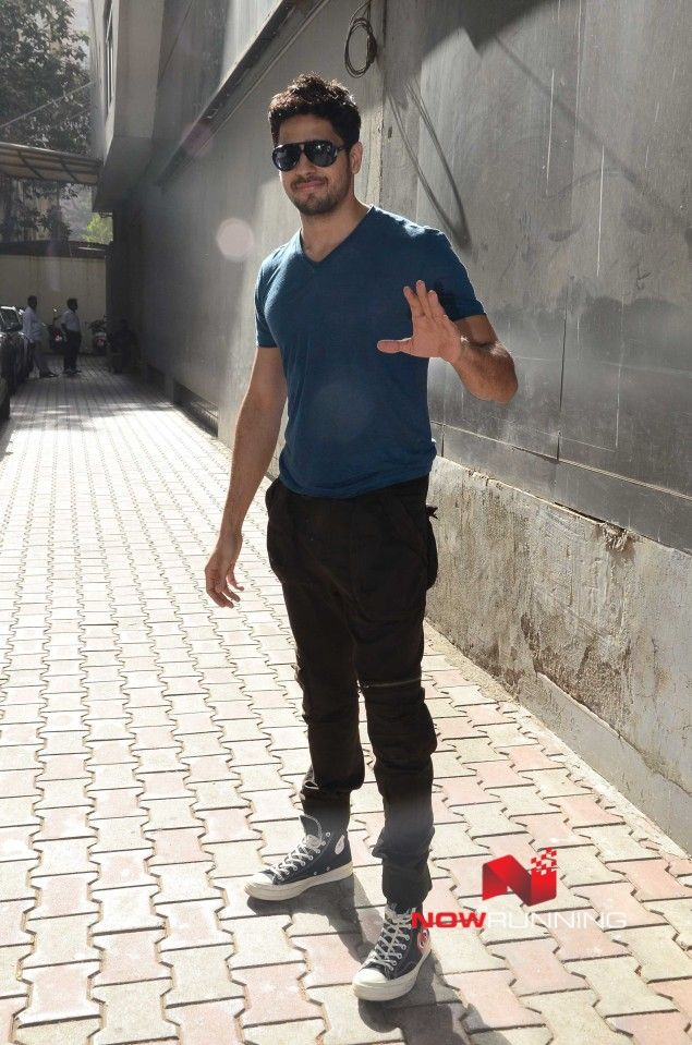 Sidharth Malhotra and Mohit Suri snapped post meeting at Vishesh Films Office