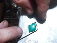 pierre taillée de malachite