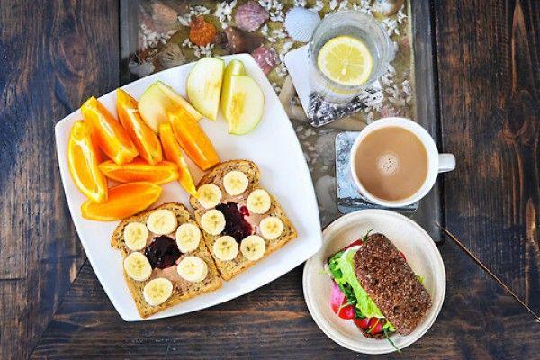 Como perder peso com uma dieta equilibrada  CONHECER ALGO DE NUTRIÇÃO  Saber mais sobre nutrição nos ajudará a fazer uma dieta correta com base em uma alimentação saudável. Porque realmente esse é o primeiro passo para conseguir uma alimentação saudável e uma dieta equilibrada: saber um mínimo básico de nutrição.  MACRO  NUTRIENTES  Os macro-nutrientes são aqueles presentes em grande quantidade na maioria dos alimentos sem os quais o corpo não pode sobreviver.  Estes são: Carboidratos…