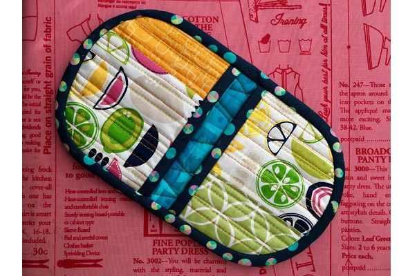 Video tutorial: Squeezy potholder   Sewing   CraftGossip   Bloglovin'
