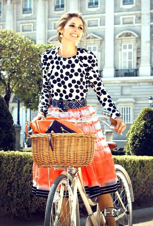 Can Olivia Palermo do anything wrong?! Here she looks the picture of happiness in head-to-toe print.