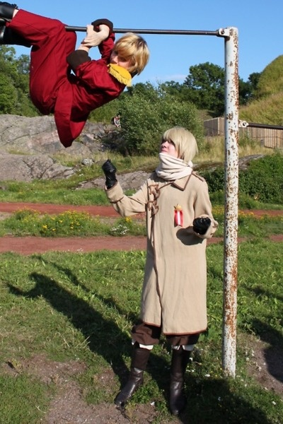 Ivan  and Latvia how did he get stuck up there? Des-Chan ~ i love the humor in this Cosplay