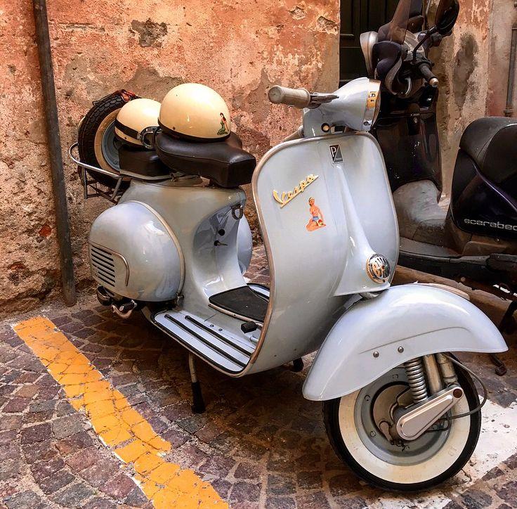 vintage italian scooter - 736×724