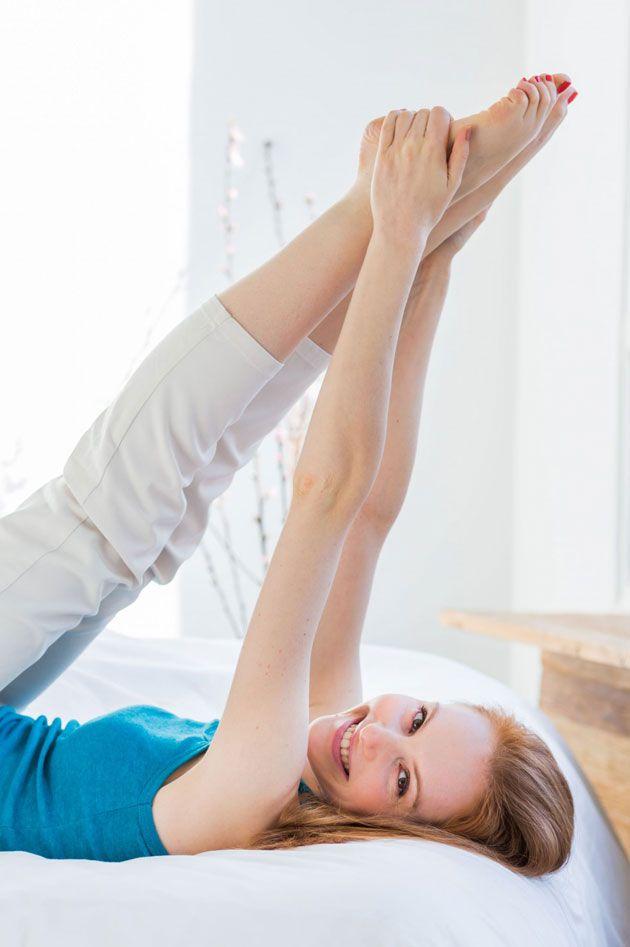 """Los típicos """"cinco minutitos más"""" en la cama se pueden convertir en una completa rutina de entrenamiento. No te pierdas estos ejercicios."""