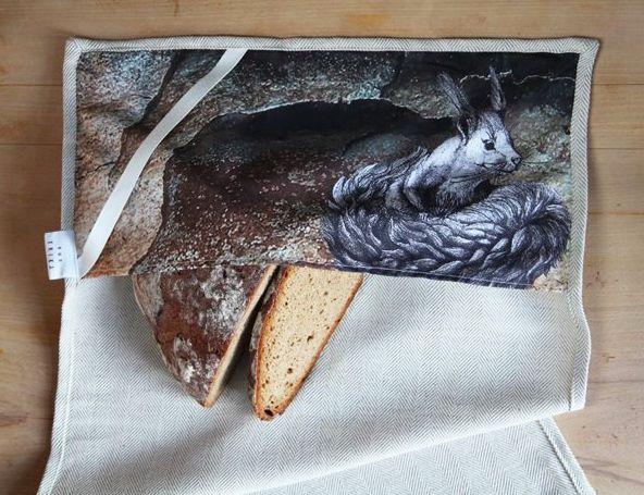 #teatowel #tea #kitchen #towel #squirrel #pine #bread #linnen // #küchentuch #küche #handtuch #eichhörnchen #rinde #pinie #leinen #brot