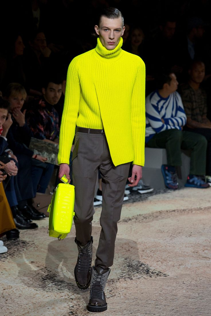 The complete Louis Vuitton Fall 2018 Menswear fashion show now on Vogue Runway.