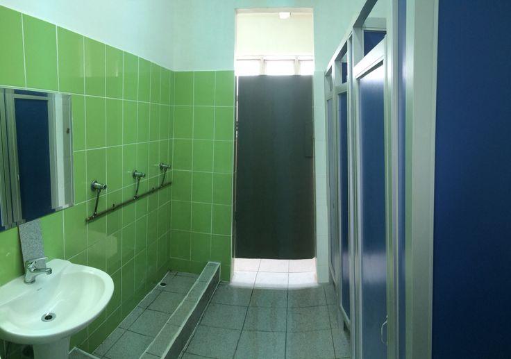Baños de la Escuela Pública de Balmaceda, en Viña del Mar