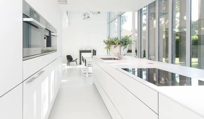 bulthaup - b3 keuken - alpine wit werkblad in laminaat van 1 cm dik - realisatie door het van damme team