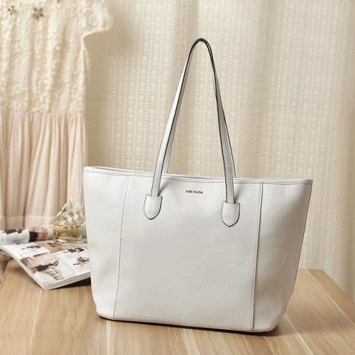 "@cs.ordersis's photo: ""Handbag : MNG08 WHITE ""Material:  PU Leather Height:  29cm Length:  48cm Depth:  17cm Bag Mouth:  Zipper Long Strap:  No Weight:  500g"" Rp172,000  #handbag #bag #tas #ordersis"""