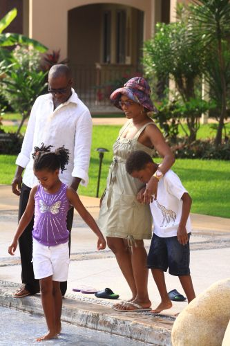 Angela Bassett & Courtney B. Vance Take A Family Vacation | CocoaFab
