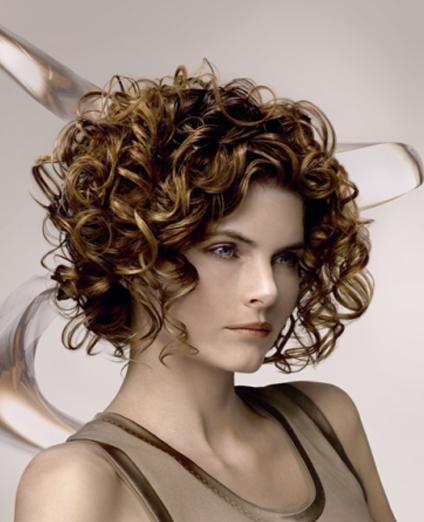 Peinados cortos con rizos para nochevieja