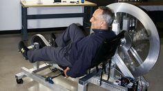 Manoj Bharvaga a un destin hors du commun. Après avoir engrangé des milliards de dollars en commercialisant une boisson énergisante (la 5-hour), le voici qui invente une sorte de vélo d'appartement révolutionnaire : 1 heure …