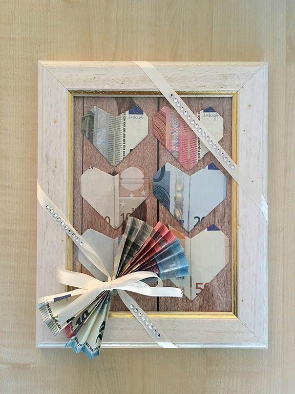Tutorial/Anleitung: Geld falten Herzen – DIY Hochzeitsgeschenk im Bilderrahmen – Personello – DIY Ideen: Geschenke, Deko, Basteln & Selbermachen