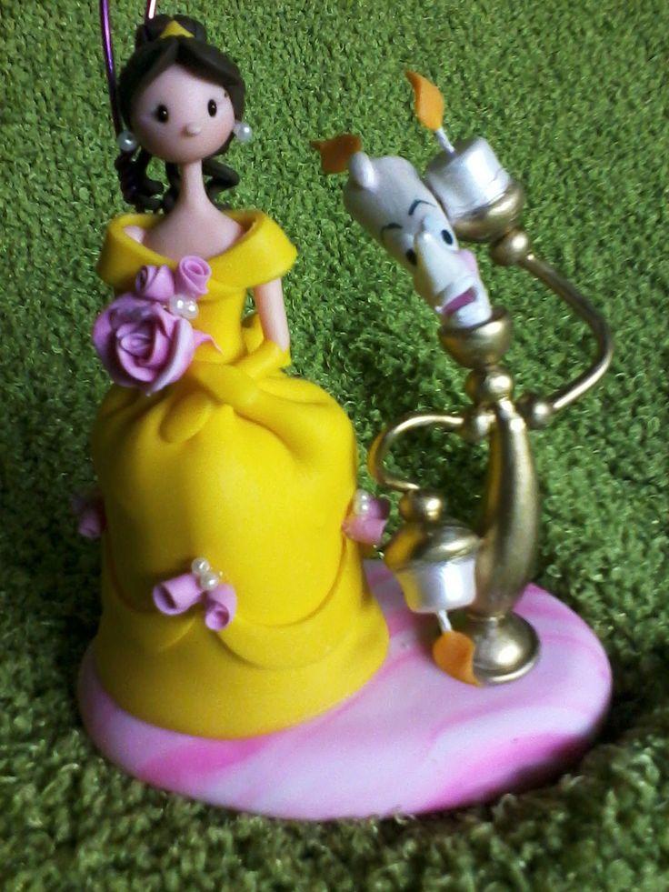 La bella y la bestia de disney elaborado por  Maria Carolina Rugero desde Venezuela telf 0412 756 55 #masaflexible #coldporcelain  #graduation #mariacarolinarugero #coldporcelain #graduacion #craft  #manualidades #hechoenvenzuela #compraenvenezuela #biscuit #masaflexible  #navidad #christmas #babyshower #recuerditos #minnie #tutorial #pasoapaso #princesasdisney #niñas #princesasdisney #biscuit #masaflexible #porcelanicron
