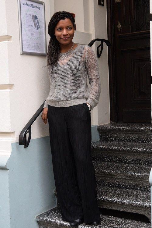 pull ajouré gris pantalon plissé large noirhttp://deadlines-dresses.com/chic-bureau-hiver-pull-rdvbam/