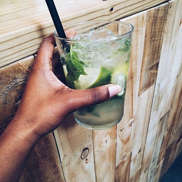 Virgin drank and great company...#virgincocktails #drank #mojito #fun #company #friendship #houtbaymarket #traveldiaries #travel #vlogger #blogger #sablogger #capetown #huaweiza