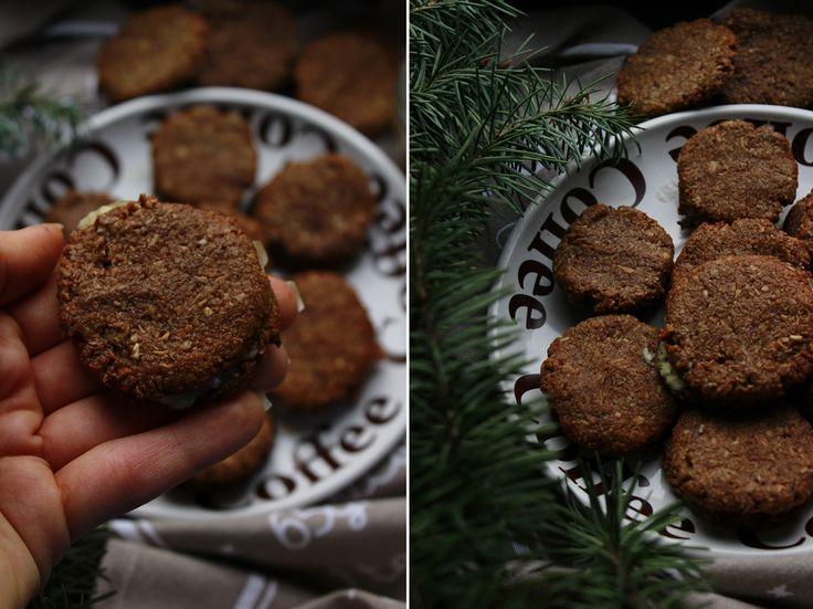 Delicious blog: Kakaové sušenky s kokosovou náplní