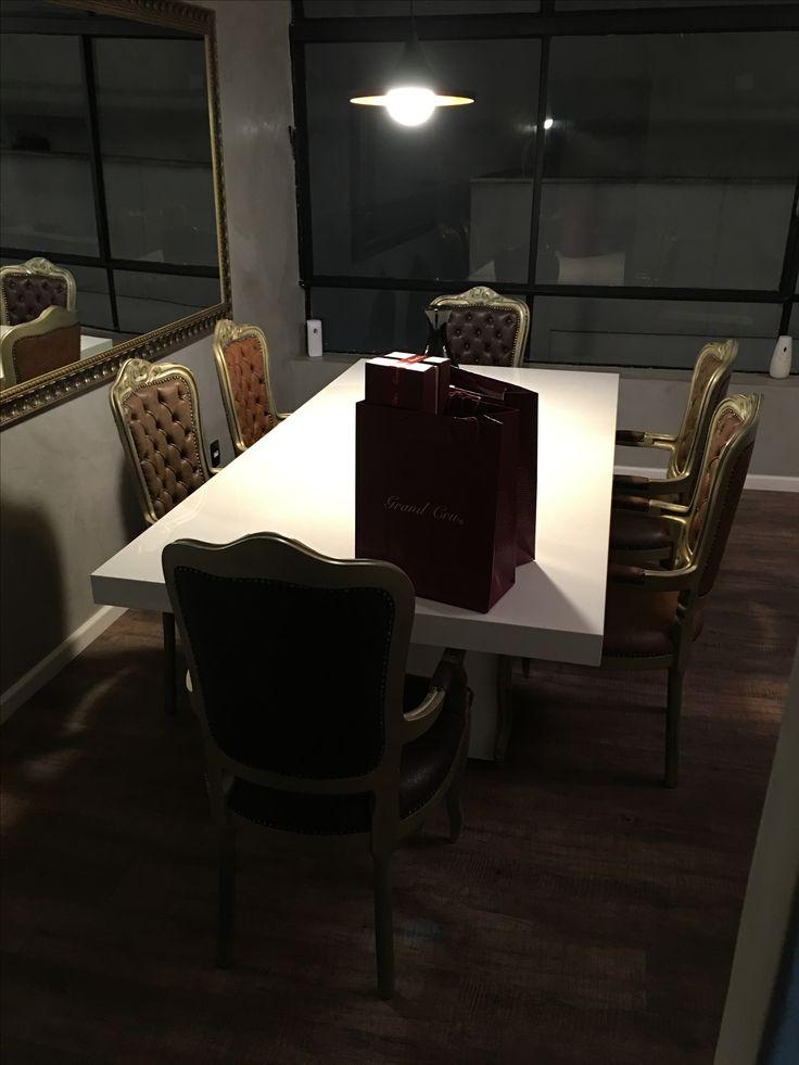 Mesa laca e cadeiras envelhecida  Marcenaria Ebanistta