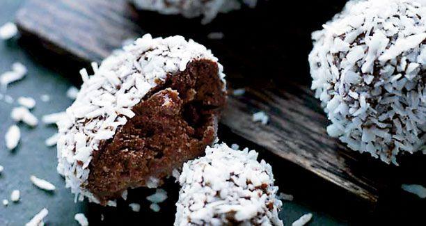Mette Blomsterberg: Kokostrøfler med lys chokolade og kokosmel...