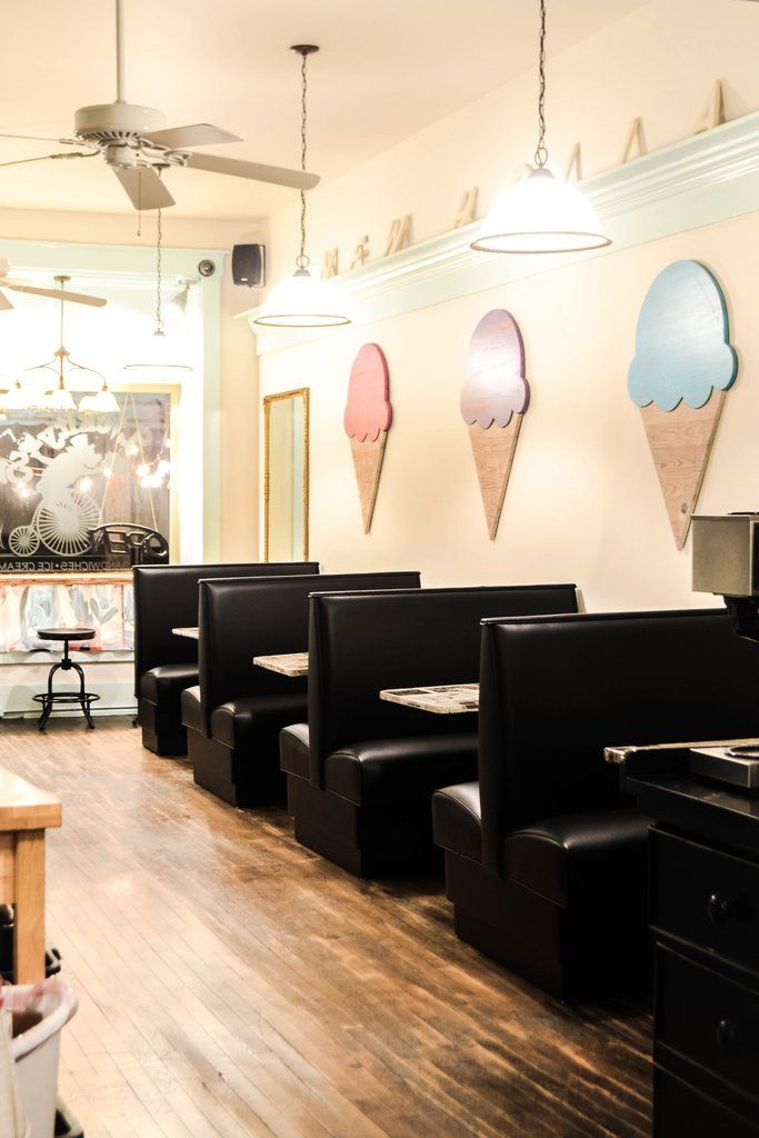 Colorful Ice Cream, Diy Ice Cream, Ice Cream Parlor, Bakery Interior, Cafe Interior Design, Shop Counter Design, Ice Cream Business, Ice Cream Decorations, College Aesthetic