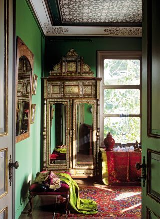 Exotic Dressing Room/Closet by Derdar Sülgün in Istanbul