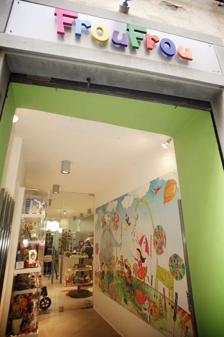 A colourful toys and candy store in the centre of florence for Dream store firenze