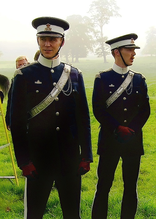 Pin by EmAWeeden on Supermegafoxyawesomehot | PinterestTom Hiddleston Benedict Cumberbatch War Horse